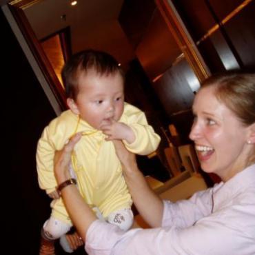 """当美国夫妇得知将要收养的中国弃婴身患""""绝症""""之后……"""