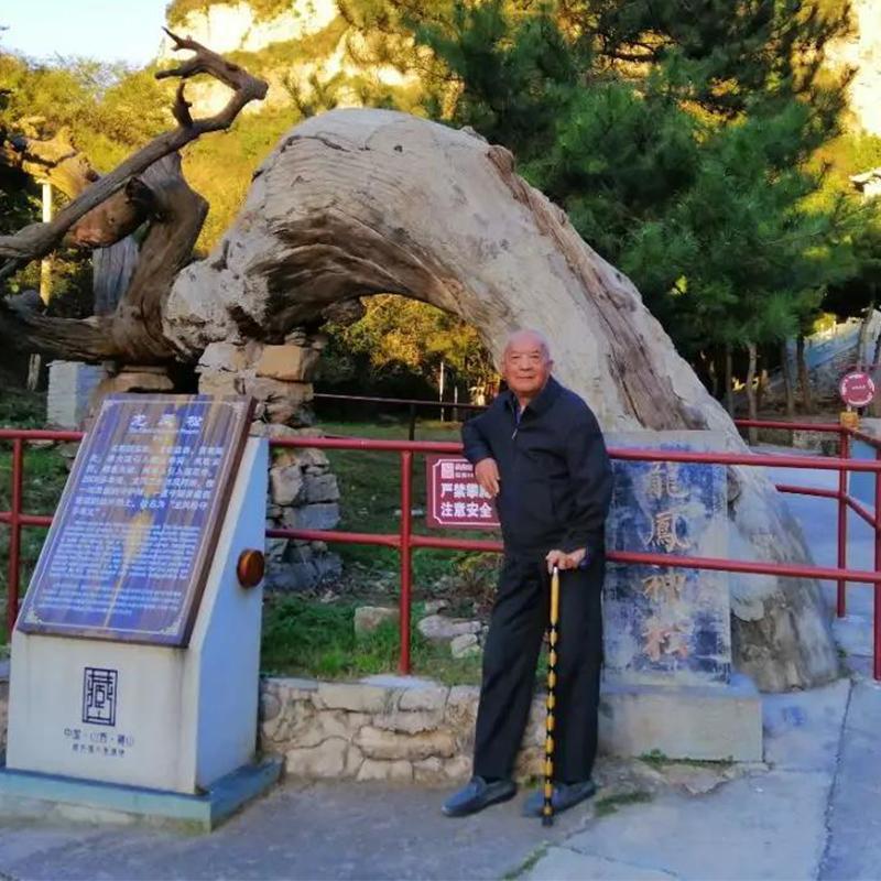 他当过兵下过矿教过书,如今这个84岁老人,只想找到生命的自由...