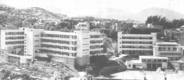 这座建在乱葬岗上的中学,却出了两位诺奖得主,名人政要无数
