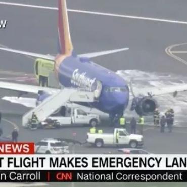 【女乘客半个身子被吸出窗外】突发!美国客机空中引擎爆炸,现场惊魂…
