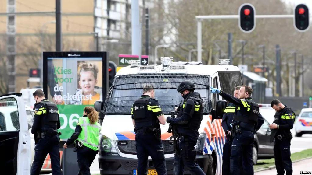 突发!荷兰拉响恐袭警报 电车内枪击3死9伤!紧急通缉土耳其男子