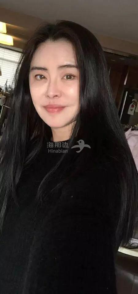 52岁王祖贤晒迷人素颜自称将步入老年 网友惊呼:小倩回来了!