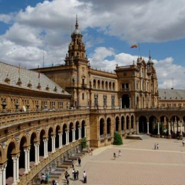 【答疑】西班牙居留身份能享受当地的教育、医疗福利吗?