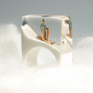 手指上的大世界 德国艺术家设计藏故事的戒指