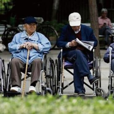 海外华裔气愤: 凭什么领不到中国的养老金? 国内的官员这样回应...