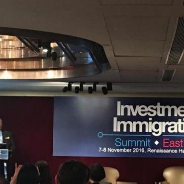 圣基茨和尼维斯总理在香港投资移民峰会上发表致词