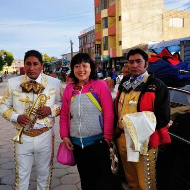 """我在""""闹猛""""小镇乌尤尼和玻利维亚人民打成一片"""