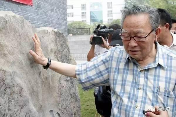 梁羽生:一个地主儿子的移民伤心史。