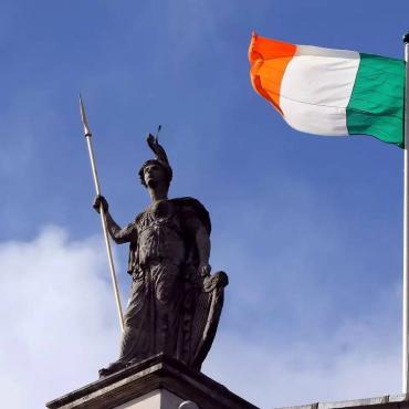 英国脱欧之后爱尔兰护照申请量暴涨,积压竟达6万多份!