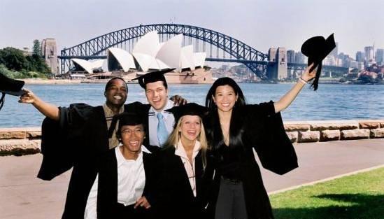看,这都是我们帮澳洲做的贡献!55万留学生为澳洲创造了220亿!