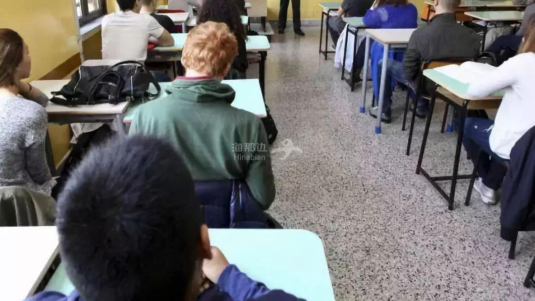 """意大利40岁女教师与13岁学生车震, 面临10年牢狱的她坚称""""这是爱情"""""""
