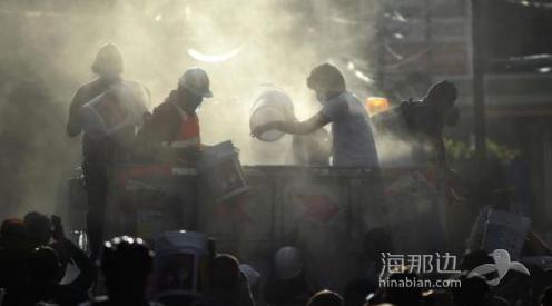 墨西哥强震致200余人丧生 当局不放弃寻找生还者