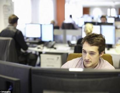 在澳洲,IT 临时工年薪高达$21万澳元,比公务员高$8万!!