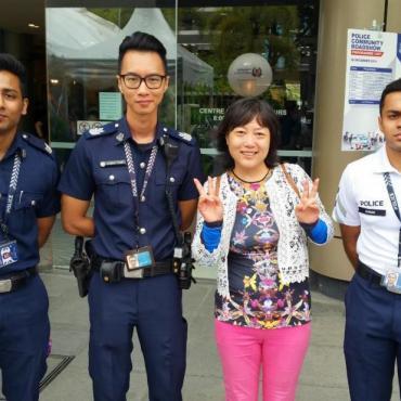 与新加坡警察部队亲密接触——安定社会感恩有你